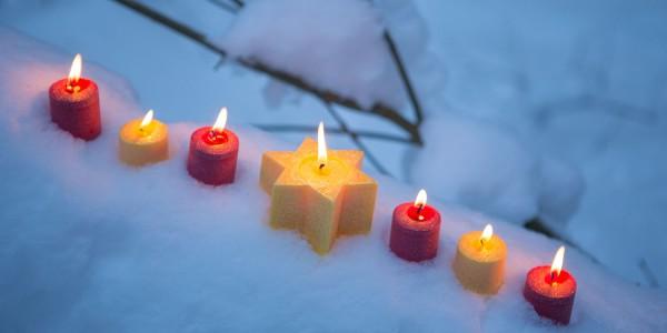 Weihnachtskarte - Kerzen im Schnee