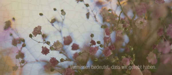 910652 - Windlichtkarte: Vermissen bedeutet .. (Blüten rosa)