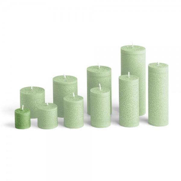 C04024 - Blockkerze tannengrün, Durchmesser 38mm, Höhe 40mm