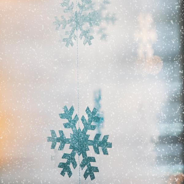 Schneegestöber Girlande zum Aufhängen blau
